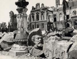 Le troisième hôtel de ville en ruine, 1944-45