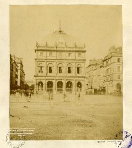 Le théâtre et la place Gambetta