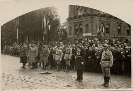 Les officiels saluent le retour des soldats