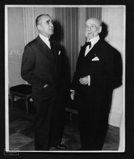 Remise de la médaille d'or de l'institut américain des architectes à Auguste Perret, 21 octobre 1953.