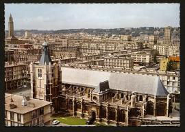 L'Eglise Notre-Dame ; le centre-ville.